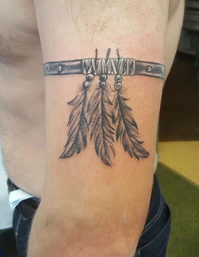 Feathers Armband Tattoo